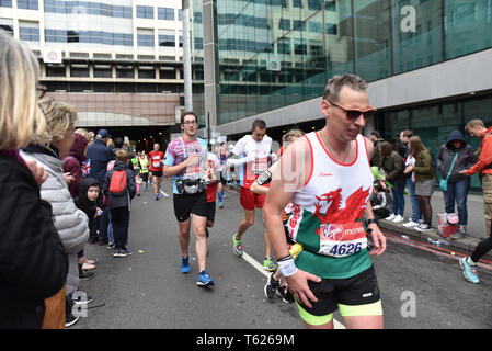 London, UK. 28th April 2019. The annual Virgin Money London Marathon passes from Greenwich to finish on the Mall. Credit: Matthew Chattle/Alamy Live News - Stock Photo