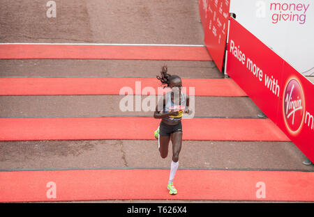 London, UK. 28th April, 2019. The London Marathon race finishes on The Mall in Westminster. Image: Vivian Cheruiyot (KEN) takes 2nd place in the Elite Womens Marathon in 2:20:14. Credit: Malcolm Park/Alamy Live News. - Stock Photo