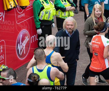 London, UK. 28th Apr, 2019.  Virgin Money London Marathon Sir Richard Branson greeets runbners Credit: Ian Davidson/Alamy Live News - Stock Photo