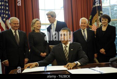 Washington, District of Columbia, USA. 2nd Feb, 2011. United States President Barack Obama signs the New START Treaty during a ceremony in the Oval Office of the White House, with, from left, U.S. Secretary of Defense Robert Gates, U.S. Secretary of State Hillary Rodham Clinton, U.S. Senator John Kerry (Democrat of Massachusetts), U.S. Senator Richard Lugar (Republican of Indiana), U.S. Senator Dianne Feinstein (Democrat of California). Credit: Leslie E. Kossoff/Pool via CNP Credit: Leslie E. Kossoff/CNP/ZUMA Wire/Alamy Live News - Stock Photo