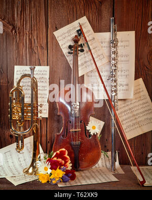 1960s MUSICAL INSTRUMENTS STILL LIFE VIOLIN FLUTE TRUMPET SHEET MUSIC FLOWERS  - km1924 HAR001 HARS OLD FASHIONED - Stock Photo