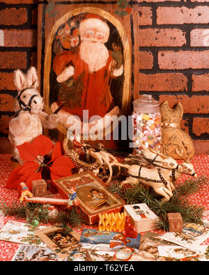 1980s STILL LIFE ANTIQUE TOYS CARDS CANDY SANTA CLAUS PAINTING  - kx9854 HAR001 HARS OLD FASHIONED - Stock Photo
