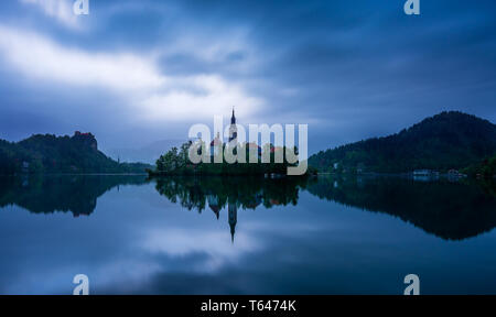 26 april 2019, Bled lake (Slovenia): early morning cloudy landscape of Lake Bled. In the center the island with the Church of the Assumption of Maria - Stock Photo