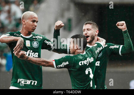 Sao Paulo, Brazil. 28th Apr, 2019. SP - Sao Paulo - 04/28/2019 - Brazilian A 2019, Palmeiras x Fortaleza - Ze Rafael Palmeiras player celebrates his goal with players of his team during match against Fortaleza at Arena Arena Allianz Parque for the Brazilian championship A 2019. Photo: Marcello Zambrana/AGIF Credit: AGIF/Alamy Live News - Stock Photo