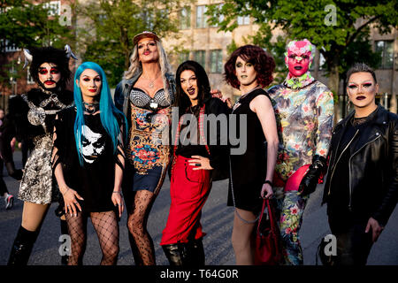 Berlin, Germany. 28th Apr, 2019. Dragqueens stand together for a photo in front of the Dragqueen show 'RuPaul's Drag Race' at the Tempodrom. Dragqueens and travesty artists are long dismissed as 'colourful birds'. The US show 'RuPaul's Drag Race' puts the scene into the mainstream. (to dpa-Korr 'Mainstream and Exotic: US-Dragqueen-Stars in Berlin') Credit: Christoph Soeder/dpa/Alamy Live News - Stock Photo