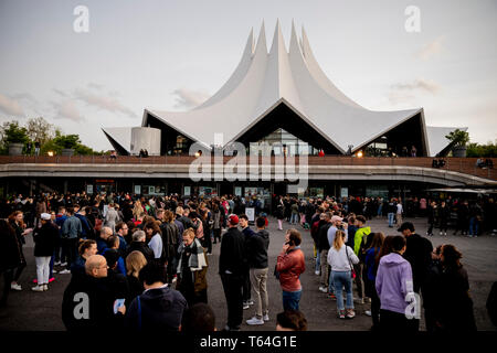 Berlin, Germany. 28th Apr, 2019. Visitors queue up for the drag queen show 'RuPaul's Drag Race' at the Tempodrom. Dragqueens and travesty artists are long dismissed as 'colourful birds'. The US show 'RuPaul's Drag Race' puts the scene into the mainstream. (to dpa-Korr 'Mainstream and Exotic: US-Dragqueen-Stars in Berlin') Credit: Christoph Soeder/dpa/Alamy Live News - Stock Photo