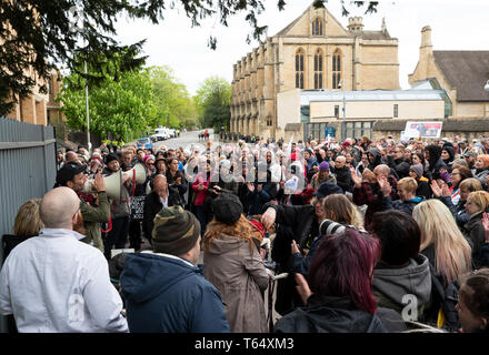 Oxford World Day for Animals in Laboratories. Rally outside the Oxford University biomedical laboratory. - Stock Photo