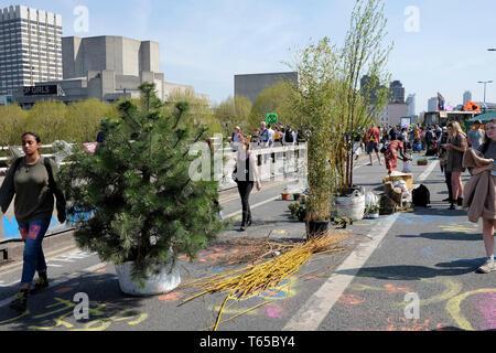 Extinction rebellion climate protester block Waterloo Bridge in central London. - Stock Photo