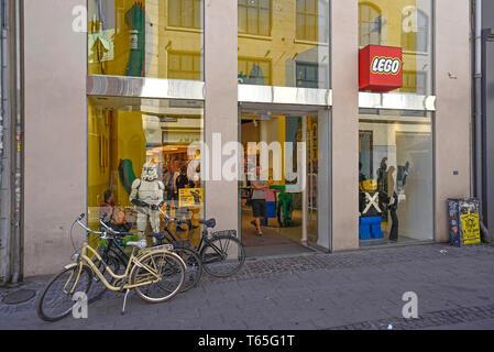 Denmark, Copenhagen, The Lego Store 07/06/2018    Photo Fabio Mazzarella/Sintesi/Alamy Stock Photo - Stock Photo