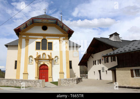 Eglise Saint-Nicolas de Véroce et son musée. Saint-Nicolas de Véroce. - Stock Photo
