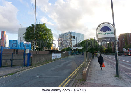 Looking along Nine Elms Lane towards the US Embassy in south London. 13/09/2017 - Stock Photo