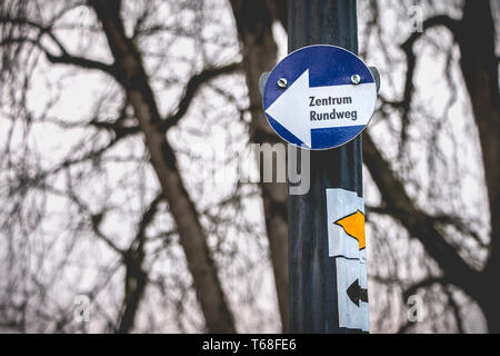 center roundabout in german on a small blue sign in a park - Stock Photo