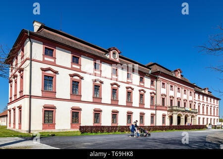 zamek Ohrada, Hluboka nad Vltavou, Jizni Cechy, Ceska republika / castle Ohrada, Hluboka nad Vltavou, South Bohemia, Czech republic - Stock Photo