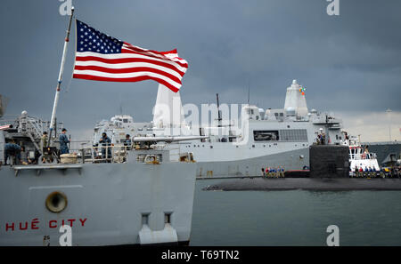 190429-N-KW679-1203 FORT LAUDERDALE, Fla. (April 29, 2019) The Los Angeles-class attack submarine USS Albany (SSN 753) arrives in Port Everglades for Fleet Week Port Everglades 2019. Fleet Week Port Everglades provides an opportunity for the citizens of South Florida to witness first-hand the latest capabilities of today's maritime services and gain a better understanding of how the sea services support the maritime strategy and national defense of the United States. (U.S. Navy photo by Mass Communication Specialist 3rd Class Kristen Cheyenne Yarber) - Stock Photo