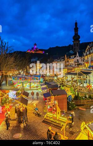 Christmas market with Reichsburg Cochem, Cochem, Rhineland-Palatinate, Germany - Stock Photo