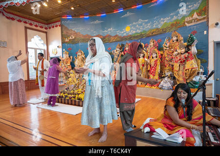 PANDITA. A female pandit leads Sunday morning services at a Hindu temple in Jamaicw, Queens, New York City - Stock Photo