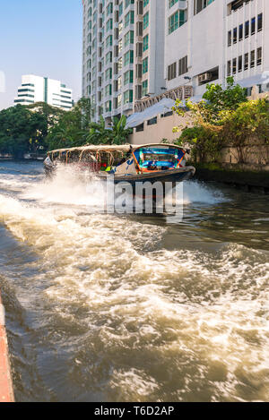 Express boat service on the Khlong Saen Saep in Bangkok - Stock Photo
