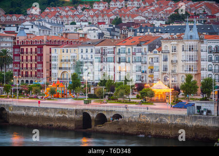 Spain, Cantabria, Castro-Urdiales, view of town and harbour