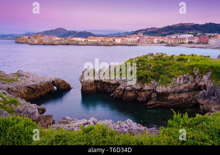Spain, Cantabria, Castro-Urdiales, view of town and horseshoe cove at dusk