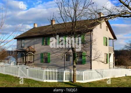 Views of Trostle farmhouse on the Gettysburg National Military Park in Pennsylvania which is pretty much the way it looked the days of the U S Civil War battle - Stock Photo