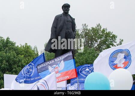 Donetsk, Ukraine. 01st May, 2019. DONETSK, UKRAINE - MAY 1, 2019: A statue of Vladimir Lenin seen during a rally marking International Workers' Day in Lenina Square. Valentin Sprinchak/TASS Credit: ITAR-TASS News Agency/Alamy Live News - Stock Photo