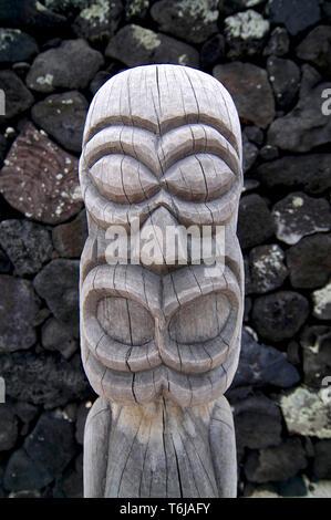 Close up picture of a beautiful smalle wooden Tiki sculpture in the Pu'uhonua o Honaunau National Park, Big Island, Hawaii - Stock Photo