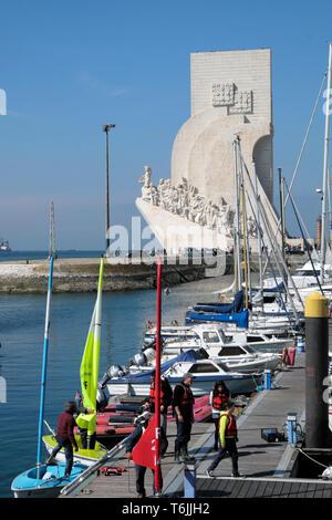 Schoolchildren walking on Doca de Belem marina & view of Monument to the Discoveries of the New World Lisboa Lisbon Portugal Europe EU  KATHY DEWITT - Stock Photo