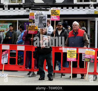 An anti racist protestors confronting The English Defence - Stock Photo