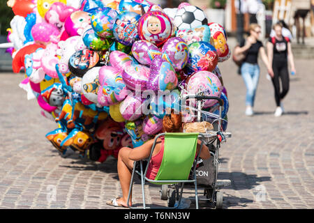 Warsaw, Poland - August 23, 2018: Old town historic Castle Square and balloon seller vendor in capital city during sunny summer day - Stock Photo