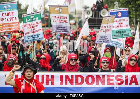 Jakarta, Jakarta, Indonesia. 1st May, 2019. Labourers seen holding placards and a banner while chanting slogans during the rally to mark International Workers' Day in Jakarta.Protesters across Indonesia have organized rallies to demand for better working conditions. Credit: Agoes Rudianto/SOPA Images/ZUMA Wire/Alamy Live News - Stock Photo
