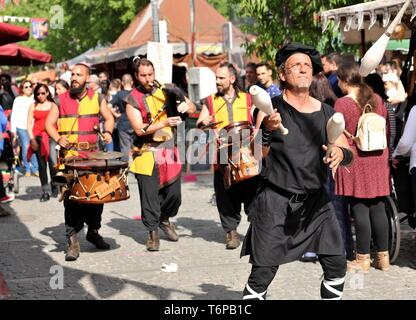 Madrid, Spain. 1st May, 2019. Artists perform in a parade at the Medieval Fair in El Alamo, Spain, on May. 1, 2019. The Medieval Fair is held from May 1 to May 5, which gathers more than 200 artisans and presents various middle ages style parades in this small Spanish town. Credit: Guo Qiuda/Xinhua/Alamy Live News - Stock Photo