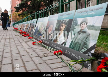 Moscow, Russia. 02nd May, 2019. MOSCOW, RUSSIA - MAY 2, 2019: Portraits of the victims of the 2014 Odessa clashes during an event titled 'We Remember' outside the Ukrainian Embassy in Moscow. The 2014 Odessa Trade Unions Building fire killed 48 people and injured over 240 on May 2, 2014. Sergei Karpukhin/TASS Credit: ITAR-TASS News Agency/Alamy Live News - Stock Photo