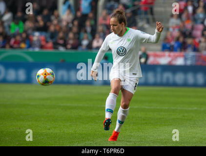 Cologne, Germany May1 2019, women football cup final, VFL Wolfsburg vs SC Freiburg: Babett Peter (Wolfsburg) in action.    DFB REGULATIONS PROHIBIT AN - Stock Photo