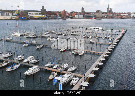03 May 2019, Mecklenburg-Western Pomerania, Stralsund: Stralsund offers boat tourists new berths at the east pier on the island of Dänholm starting this season. On the same day the new water hiking resting place was opened. According to the city administration, the 240-metre-long east pier from 1935 has been fundamentally renovated. A 90 metre long and four metre wide jetty for passenger ships, tall ships and river cruise ships as well as 25 guest berths including electricity and drinking water connections were created. The total investment at the eastern pier was reported by the Ministry of E - Stock Photo