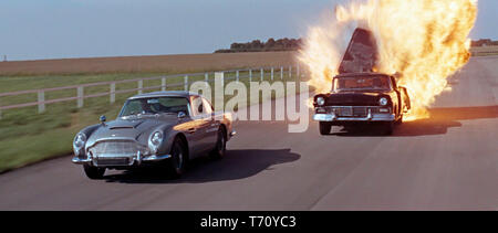OPERATION TONNERRE THUNDERBALL 1965 de Terence Young action; espionnage; spy; voiture Aston Martin DB5 de 1963; 1963 Aston Martin DB5 car d'apres le r - Stock Photo