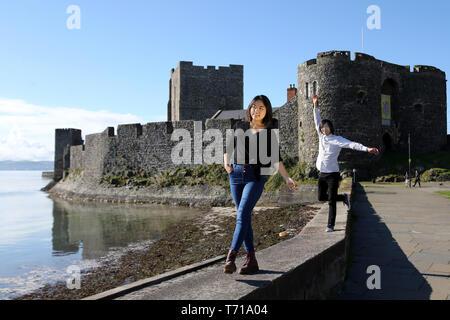 International students tour around Northern Ireland, the most touristic hot spots around County Antrim, Northern Ireland. Photo/Paul McErlane - Stock Photo