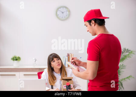 Courier delivering urgent parcel to the hospital - Stock Photo