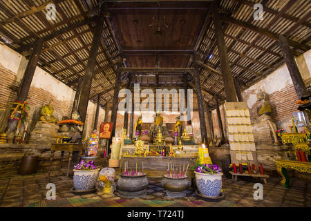 SAMUT SAKHON, THAILAND - SEPTEMBER 25: Interior of old church of Thai temple with Buddha statues and altar on September 25,2015 in Wat Yai Ban Bo. - Stock Photo