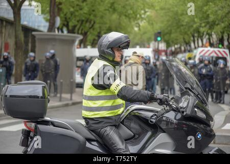 Paris, France. 04th May, 2019.The jilet jaunes march across Paris streets claiming for president Macron policies (Credit Image: © Maximiliano RamosZUMA Wire) Credit: ZUMA Press, Inc./Alamy Live News - Stock Photo