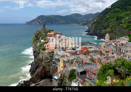 Looking back at Vernazza and to Monterosso beyond from the Cinque Terre trail on the way to Corniglia - Stock Photo
