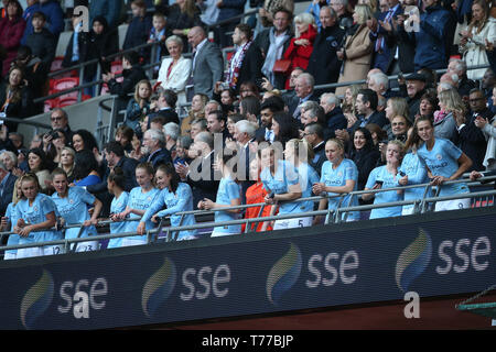 London, UK. 04th May, 2019. London, UK. 04th May, 2019. London, UK. 04th May, 2019. Manchester City Captain Steph Houghton lifts the trophy at the end of the FA Women's Cup Final match between Manchester City Women and West Ham United Ladies at Wembley Stadium on May 4th 2019 in London, England. Credit: PHC Images/Alamy Live News Credit: PHC Images/Alamy Live News Credit: PHC Images/Alamy Live News - Stock Photo