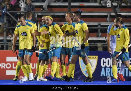 Buenos Aires, Argentina. 04th May, 2019. Australia's players celebrate during the Men's Grass hockey FIH Pro League match between Argentina and Australia, at the National High Performance Sports Center, in Buenos Aires, Argentina, 04 May 2019. Credit: Ari Gonzalez/EFE/Alamy Live News - Stock Photo