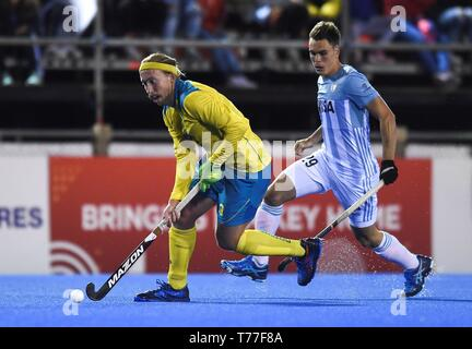 Buenos Aires, Argentina. 04th May, 2019. Australia's Corey Weyer (L) in action during the Men's Grass hockey FIH Pro League match between Argentina and Australia, at the National High Performance Sports Center, in Buenos Aires, Argentina, 04 May 2019. Credit: Ari Gonzalez/EFE/Alamy Live News - Stock Photo