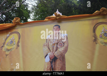 London UK. 5th May 2019. A giant poster of the newly crowned monarch  King Rama X of Thailand, Maha Vajiralongkorn  at the Wat Buddhapadipa Buddhist temple in Wimbledon to celebrate his coronation Credit: amer ghazzal/Alamy Live New - Stock Photo