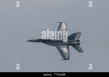 A Carrier Air Wing (CVW) 5 F/A-18F Super Hornet performs aerial demonstrations during the 43rd Japan Maritime Self-Defense Force – Marine Corps Air Station Iwakuni Friendship Day at MCAS Iwakuni, Japan, May 5, 2019. This year was the first time that aircraft from CVW-5 participated in the air show since their arrival at MCAS Iwakuni. Since 1973, MCAS Iwakuni has held a single-day air show designed to foster positive relationships and offer an exciting experience that displays the communal support between the U.S. and Japan. The air show encompassed various U.S. and Japanese static display airc - Stock Photo