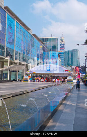 Square in front of CentralWorld shopping mall, Pathum Wan district, Bangkok, Thailand - Stock Photo