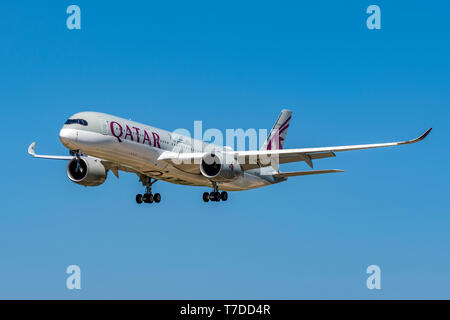 QATAR Airbus A350-900 on approach at Barcelona El Prat airport, Barcelona, Catalonia, Spain - Stock Photo