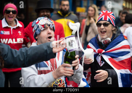 Royal fans outside Windsor Castle in Berkshire after Buckingham Palace has announced the news of the birth of the Duke and Duchess of Sussex's new baby boy. - Stock Photo