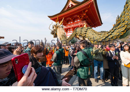 Procession of the Seiryu blue dragon during the Seiryu-e Festival, Nio-mon gate, Kiyomizu-dera Temple, Kiyomizu, Higashiyama-ku, Kyoto, Honshu, Japan - Stock Photo