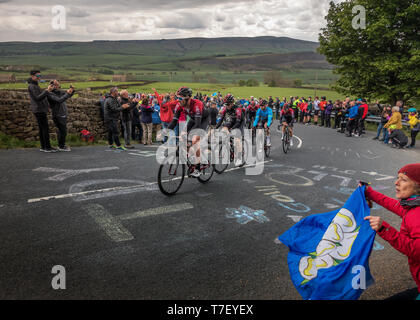 UK Sport: Côte de Barden Moor, Skipton North Yorkshire, UK. 5th May 2019.  Overall Tour de Yorkshire winners, Team Ineos, already looking strong on Co - Stock Photo